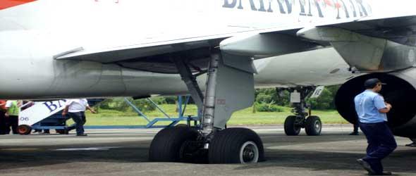Batavia A320 overran at Balikpapan Airport
