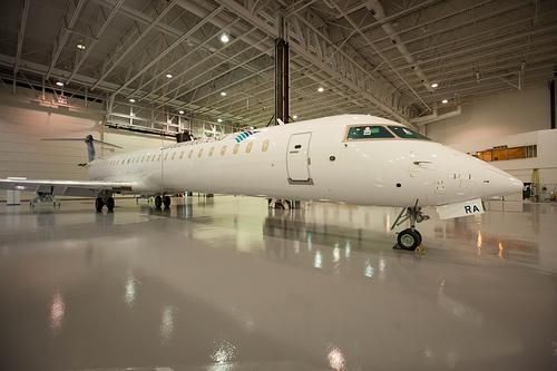 CRJ1000NG pertama untuk Garuda