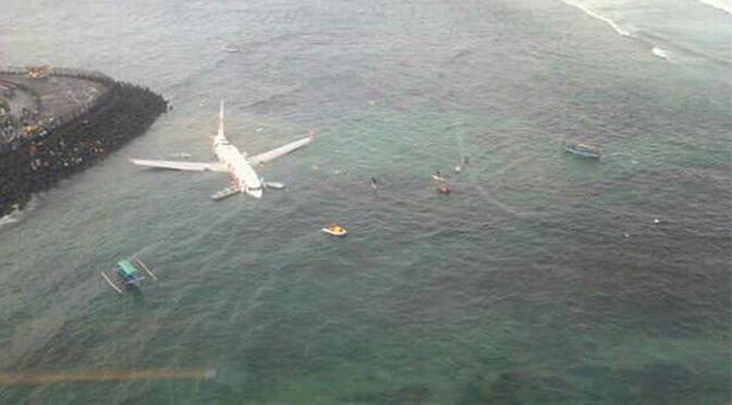 Lion Air 737-800 undershoots and ends up in the water