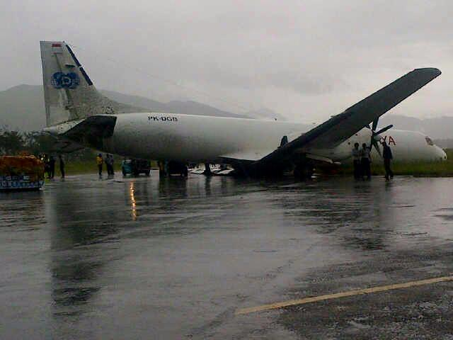 Deraya cargo BAe-ATP PK-DGB runway excursion at Wamena