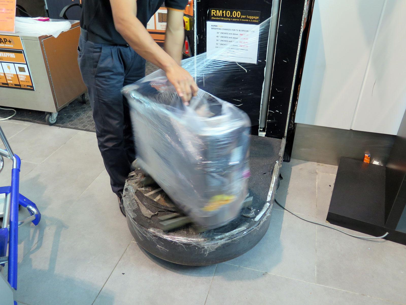 Baggage wrap bukanlah cara efektif mencegah pencurian bagasi!