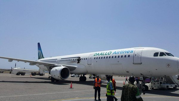 A321 Daallo Airlines mendarat darurat akibat ledakan